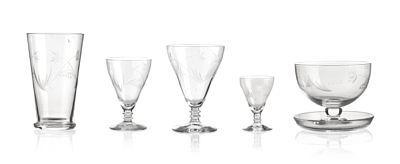 """STÅLE KYLLINGSTAD KVINESDAL 1903 - 1987  Glass Hadeland """"Britt"""". 1950/60-tallet. Etset dekor av blomster. 6 selter (H: 12,5), 6 dessertskåler (H: 8), 6 rødvin (H: 13), 6 hvitvin (H: 11), 6 hetvin (H: 9,5), 6 drammeglass (H: 7)."""