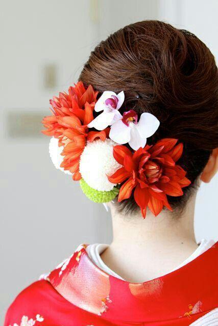 {Lovely Fresh Floral Hairpiece Showcasing: Red-Orange Dahlias, White & Green Chrysanthemums, White/Pink Phalaenopsis Orchids·····}