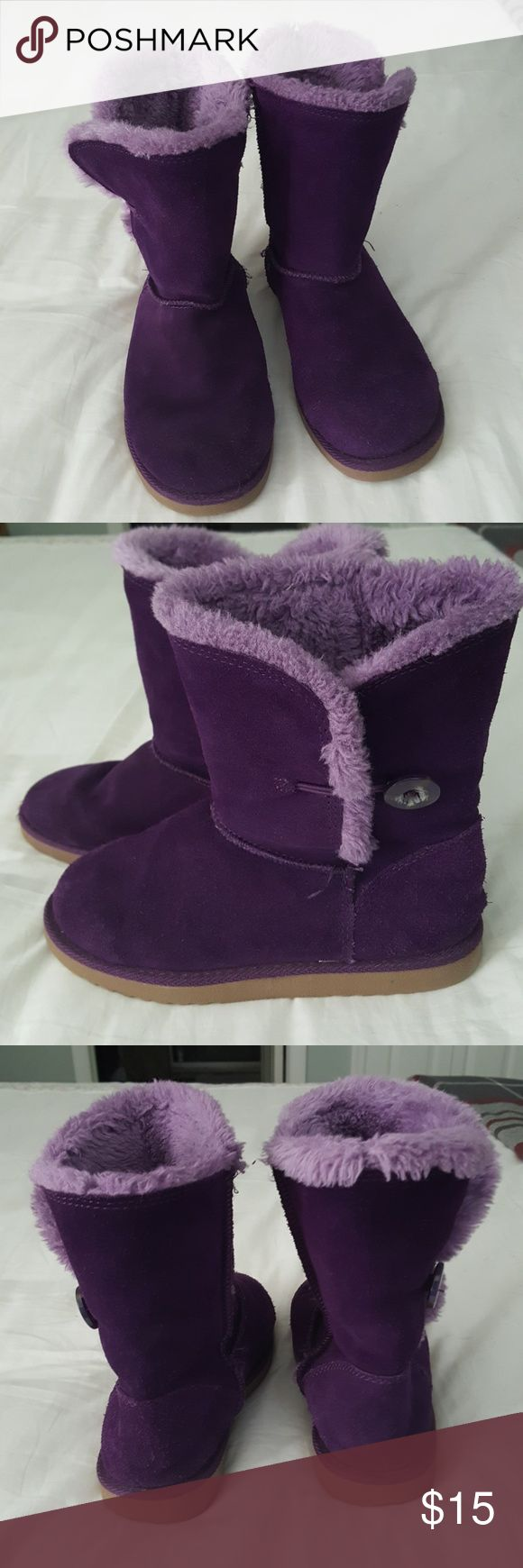 Women's suede booties Size 6 purple suede ankle booties with faux fur lining by Xhilaration. Sold at Target. Great used condition⛄❄🌬 Xhilaration Shoes Winter & Rain Boots