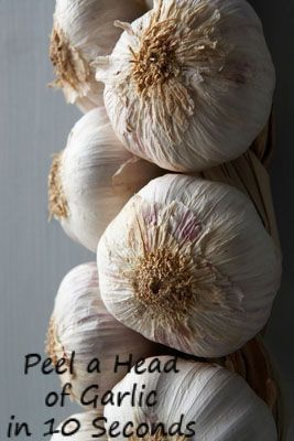 ( ⊙o⊙?) How to Peel a Whole Head of Garlic in Just 10 Seconds!