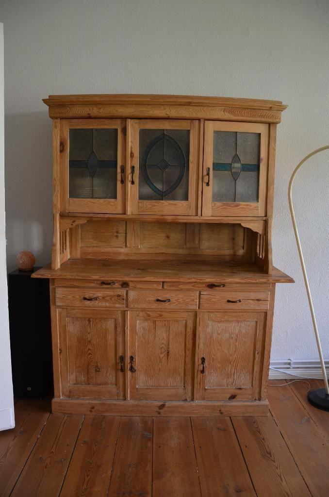 ich verkaufe einen alten sehr gut erhaltenen schrank im landhausstil er war urspr nglich wei. Black Bedroom Furniture Sets. Home Design Ideas