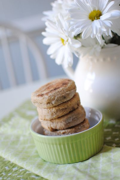 Who knew it was this easy to make healthy English muffins at home?  Great recipe!  Whole Wheat English Muffins  |  Feathers in Our Nest