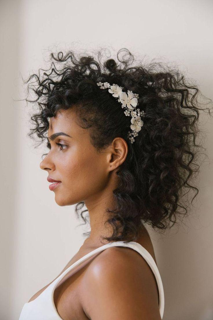 Penteados para noivas crespas e cacheadas   Penteados, Noiva cabelo cacheado, Penteado de noiva para cabelo cacheado
