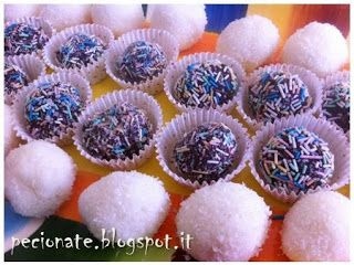 Coconut bites, a fresh and raw dessert for the summer. Try prepare it with your kids: no flames or knives involved :P