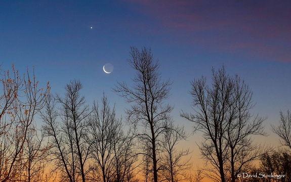 Heavenly bodies.. Moon & Venus #buongiorno #twitter