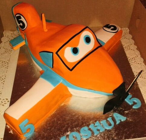 Dusty the plane cake