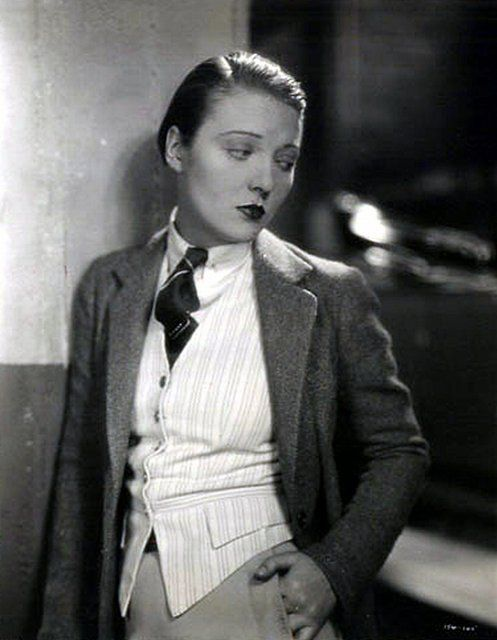 Dorothy Mackaill, 1930s. Her face, this outfit = perfect.