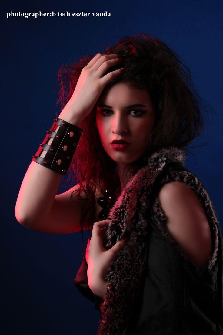 photographer/stylist:B Toth Eszter Vanda  makeup:Szerencses Gabriella modell:Panna lighting/assistant:Seiner Krisztián studio:Fészek Stúdió