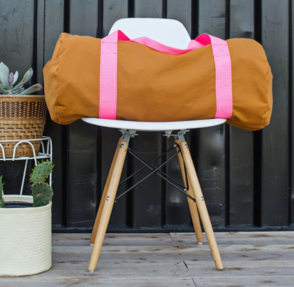 Classic DIY Gym Bag | This all-purpose duffel is great for road trips, going to the gym, and more!