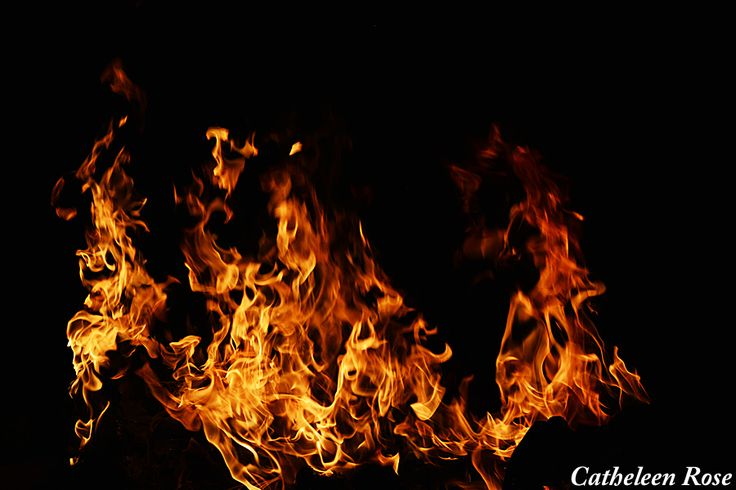 Cool picture of fire! I love having bonfires in the summer! :)