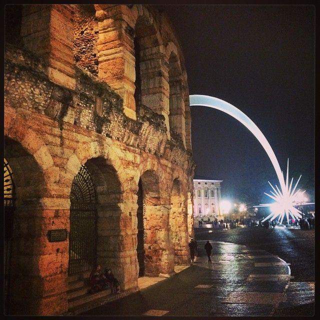 Una meravigliosa stella cometa intorno all'arena di #Verona
