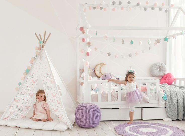 Оформление детской комнаты для девочки. Идеи детского декора - вигвамы, текстиль, пуфы, игрушки и, конечно, разноцветные гирлянды фонарики.
