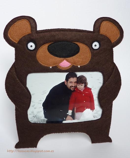 Bear felt frame.  Marco oso de fotos de fieltro.