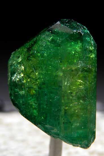 Chrome Vesuvianite Jeffrey Mine, Asbestos, Quebec, Canada thumbnail - 1.2 x 0.9 x 0.9 cm