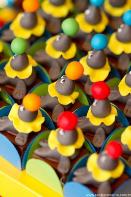 seal fondant treats at a circus party