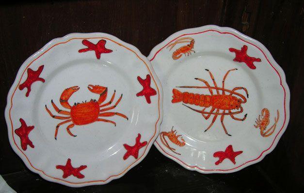 piatti di ceramica con pesci granchio e gambero https://www.leceramichedigabriella.com/shop-online/piatti-maiolica/
