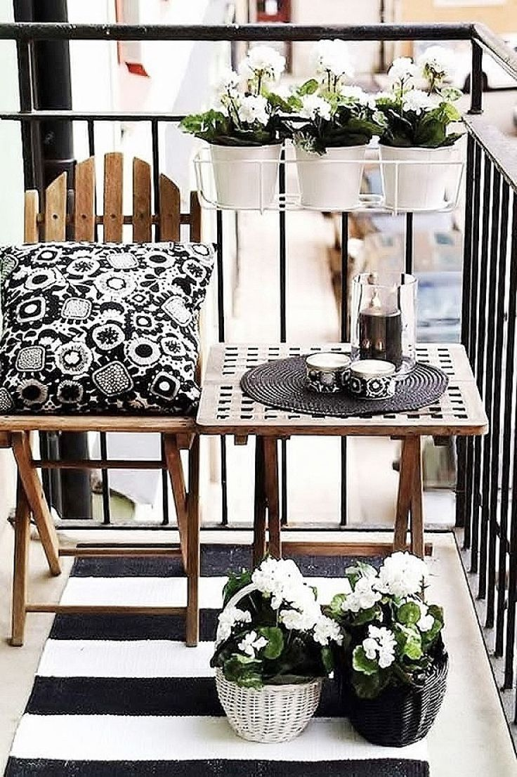 The use of crisp black and white make this balcony feel anything but basic. | Small Balcony Design | Musings on Momentum
