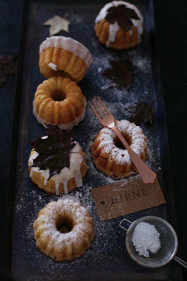 Fräulein Klein : Chai-Apfelküchlein • Weiße Schokoladenküchlein mit Birne • Schokoladen- Ahornblätter
