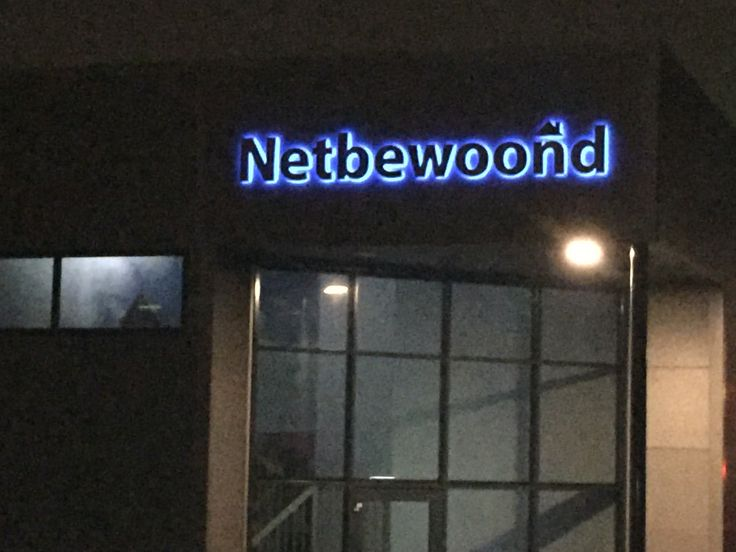 Inoxled letters met blauwe led verlichting