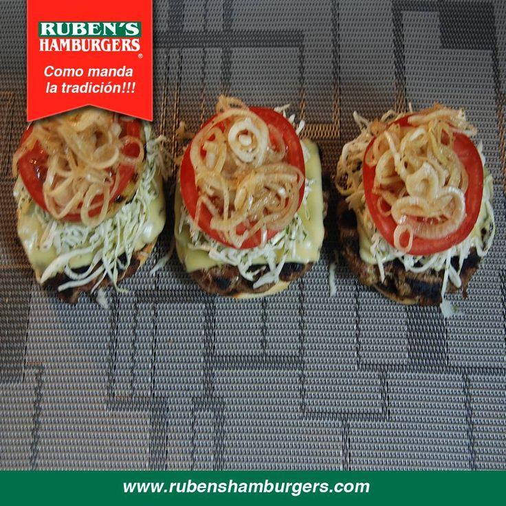 Las #Hamburguesas en su punto exacto como a tí te gusta. No te pierdas estas delicias al carbón! #RubensHamburgers