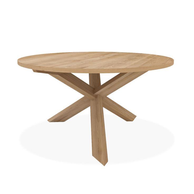 Il tavolo tondo Mikado si ispira al gioco giapponese del mikado (conosciuto anche come shanghai in italiano). Disegnato da Alain van Havre per Ethnicraft, questo tavolo rappresenta un equilibrio unico tra estetica del passato e del futuro. R