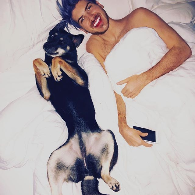 Morning cuddles with the bae... 🐶