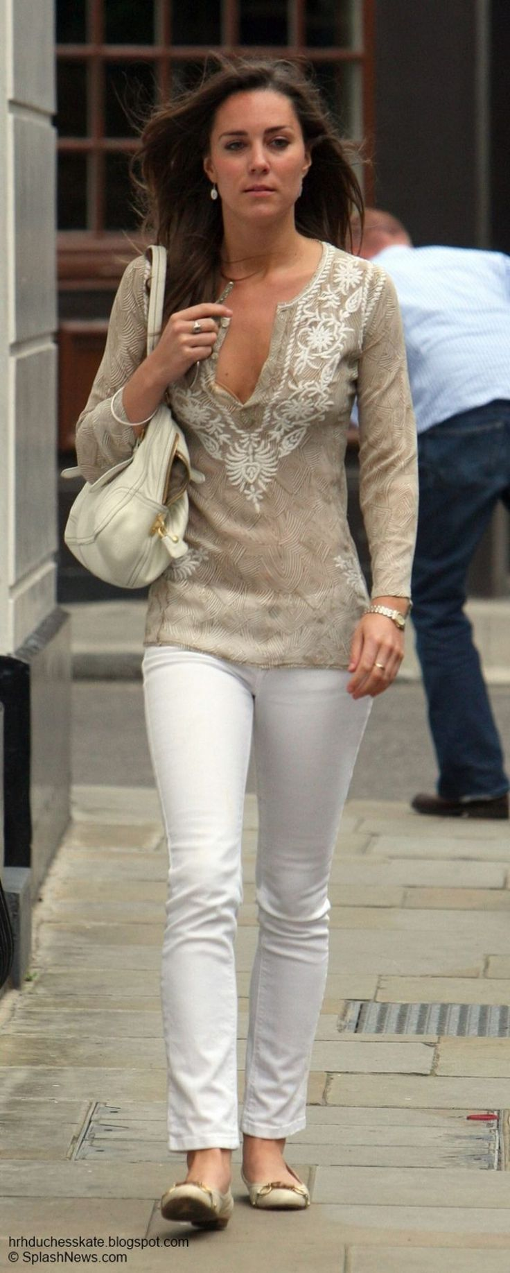 Awesome Kate Middleton Simple Casual Style Outfit Need to Copy https://fasbest.com/awesome-kate-middleton-simple-casual-style-outfit-need-copy/