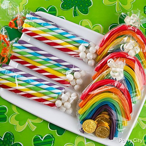 Create candy rainbows with pots of gold or clouds! Perfect little St. Patricks Day favors in clear treat bags. Sweet!