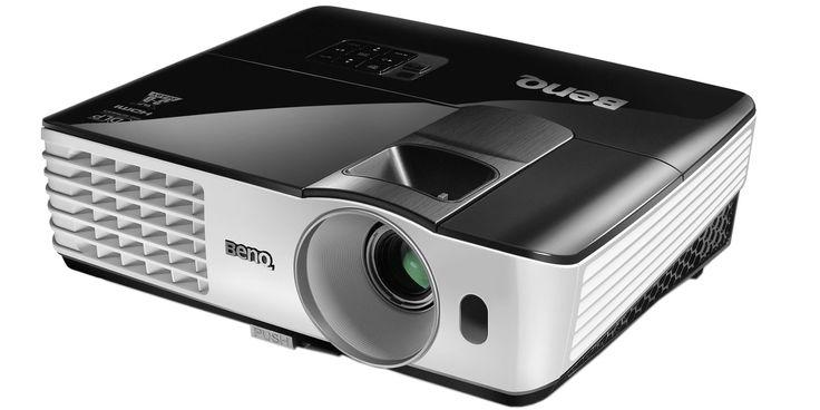 Samler man vennene til fotball på storskjerm er det duket for flotte opplevelser, iallfall om man har en projektor med nok lysstyrke, som Benq TH681.