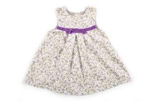 Vestido para bebe niña, confeccionado en corduroy gris con estampado de florecitas blancas.
