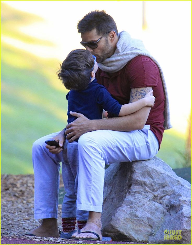 Ricky Martin: Bronte Park Bonding with the Twins!