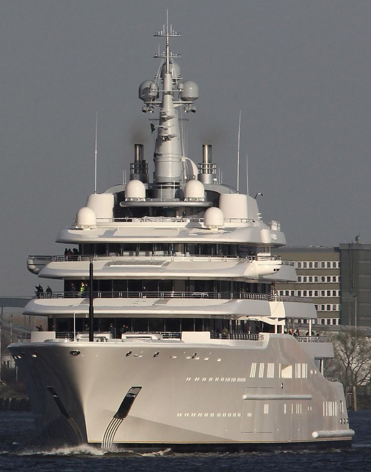 The Worlds Largest Yacht. Amazing, luxury, awesome, expensive, enormous, giant, modern, exclusive boat & yacht. Increible, lujoso, espectacular, caro, enorme, gigante, moderno, exclusivo barco/yate.