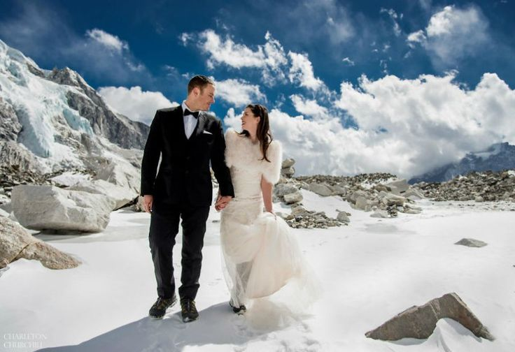 Anti Mainstream, Pasangan Ini Gelar Pernikahan di Gunung Everest
