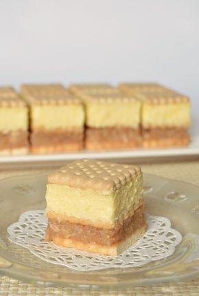 Hozzávalók 25 x 30 cm-es tepsihez 1 kg háztartási keksz Az almatöltelékhez 1 kg alma (tisztítva mérve) 4-5 evőkanál cukor 1 kávéskanál fahéj 1 evőkanál…