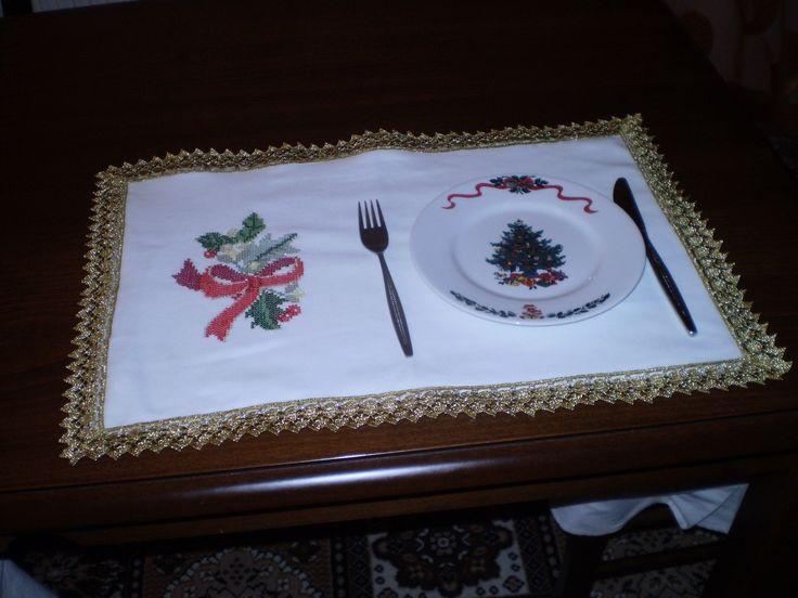 Ατομικό τραπεζομάντηλο (ζεύγος) //Price: $50 & FREE Shipping //     Visit---->http://crosstitchclub.com/product/sous-plats-%ce%b6%ce%b5%cf%8d%ce%b3%ce%bf%cf%82/     #DMC #Threads #crossStitch #etamin #embroidery #fabric #decorate #pattern #ornament