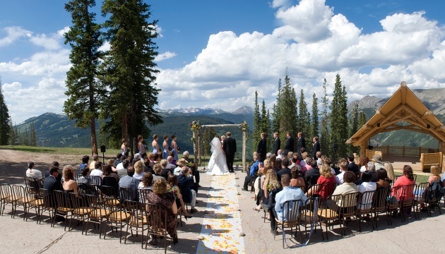 Copper Mountain CO, resort up to 250: Copper Mountain Resort offers reception facilities suitable for groups of 20 to 250.  For larger parties we suggest the Grand Hall at Copper Station.  This location, which overlooks our pristine golf course, is a lovely room that will provide a dramatic backdrop for your momentous affair.  With floor to ceiling windows, your guests will be able to appreciate the beauty of the Rocky Mountains.     If you are planning a more intimate affair, JJ's Rocky…