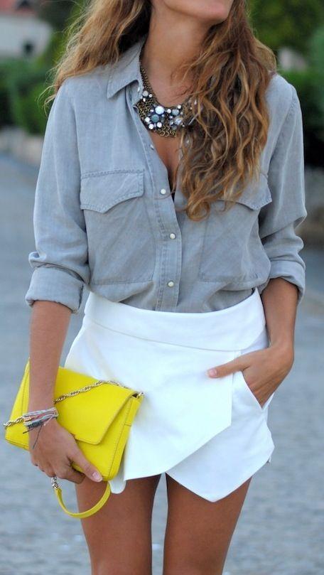 chambray + white skirt + neon clutch.  Mw encanta q usen ese tipo de blusas