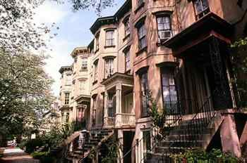 The most defining feature of Savannah is its eighteenth century design, following an extraordinary urban plan created in 1733 by the founder of Georgia, Gen. James Edward Oglethorpe.