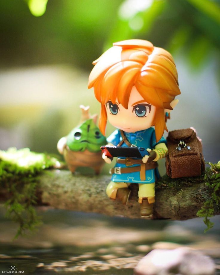 Link playing zelda on the nintendo switch nendoroid