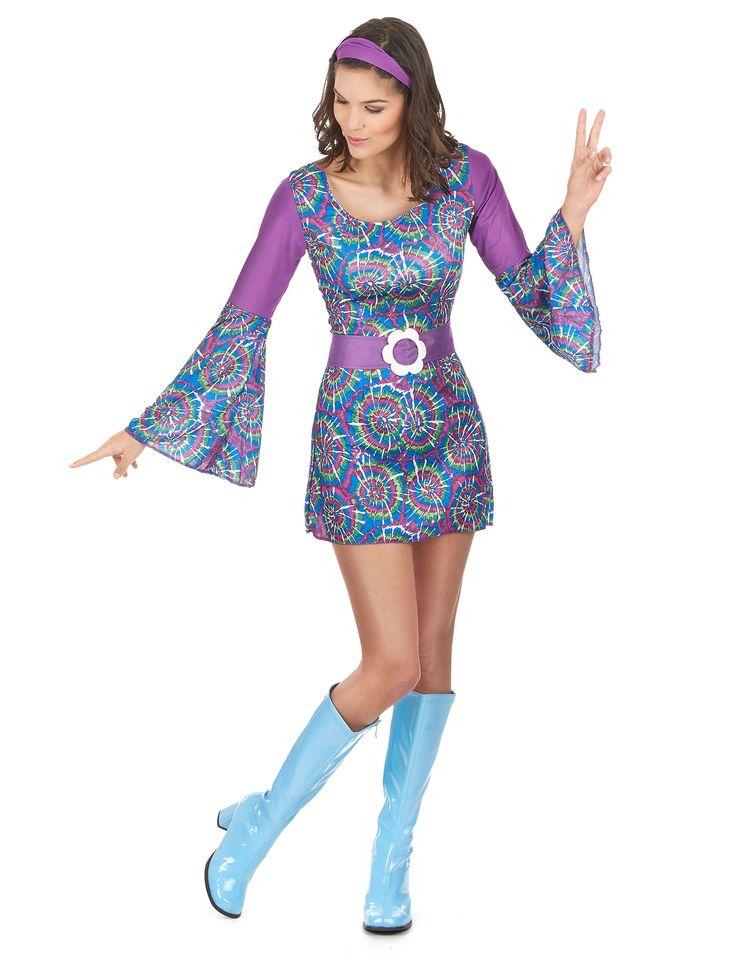 Costume hippie viola donna: Questo travestimento da figlia dei fiori per donna comprende un vestito, una cintura e una fascia per capelli (stivali non inclusi).L'intera tenuta è nei toni del blu e del viola, con...