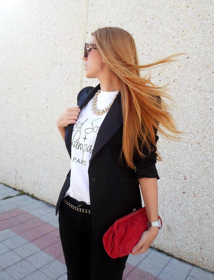 """La blogger de Cashmeremafia luce un look black & white con detalles en rojo y como protagonista nuestra camiseta """"Red Soles + Champagne"""" de la nueva cole SS14... GUAPÍSIMA!!!  Consigue la tuya aqui: http://www.bellechic.es/product.php?id_product=125"""