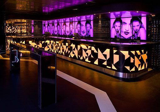 Barra videowall de Le Boutique, discoteca en Madrid