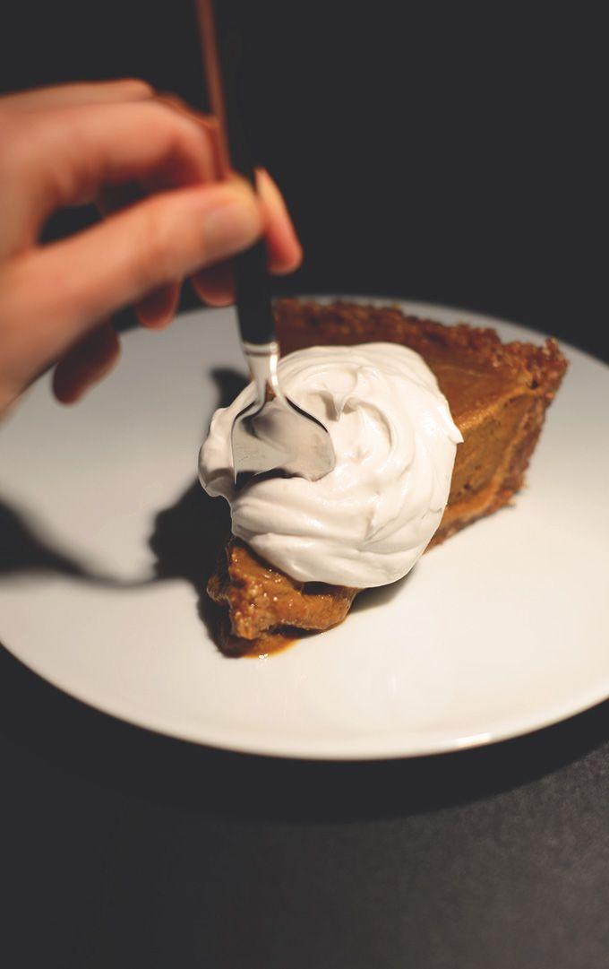 Creamy No Bake Vegan Pumpkin Pie | minimalistbaker.com