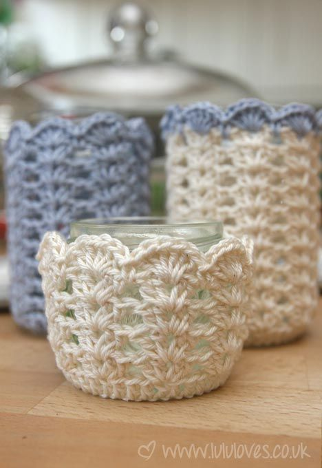Crochet dress-up's for jar's.: free pattern link in blog Perfect for summer when a glass container 'sweats' (think mason jar full of lemonade ;-))