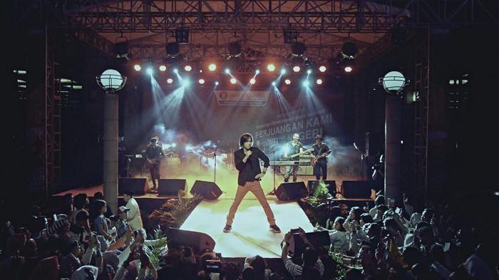 Konser Once Mekel - Bersama Jono Armstrong, Penyanyi Solo Ini Hipnotis Para…
