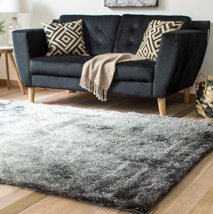 Juégatela con un #sofá #negro para darle un #look #moderno a tu #living.