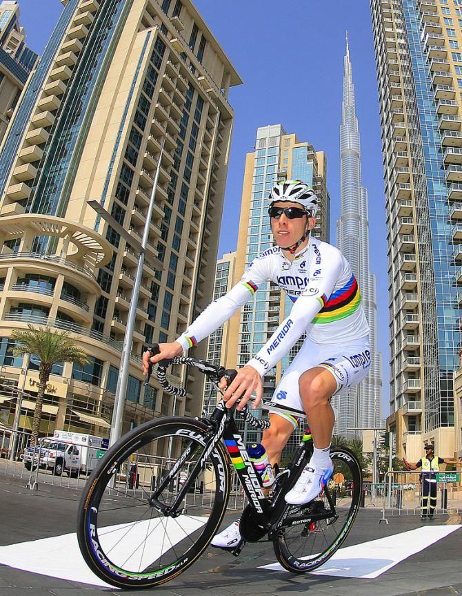 Rui Costa. Stage one. Dubai Tour. Crazy buildings