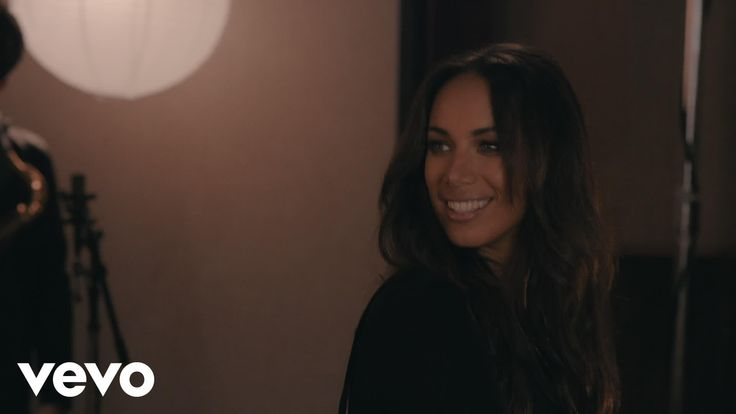 Leona Lewis - Fire Under My Feet (United Studios Session)