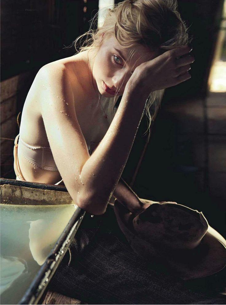 Elizabeth Debicki for Vogue Australia, December 2012 - 11 - 02.