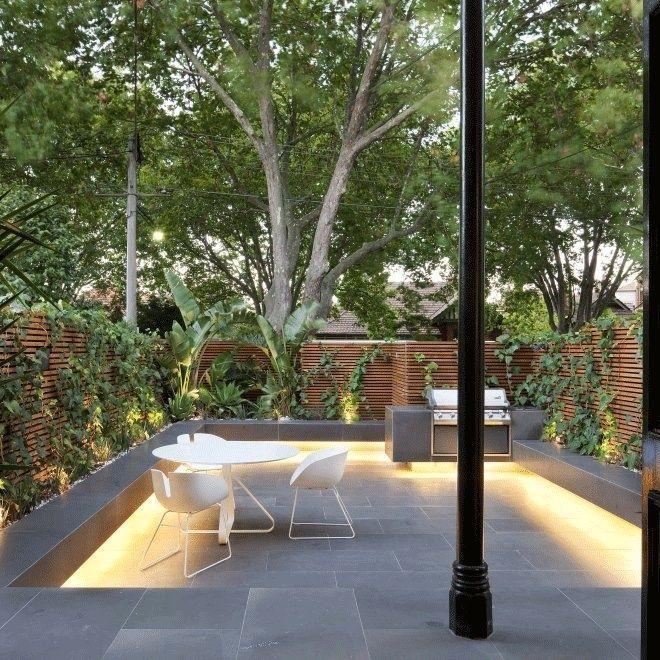 26 beautiful townhouse courtyard garden designs digsdigs - Designer Exterior Lighting